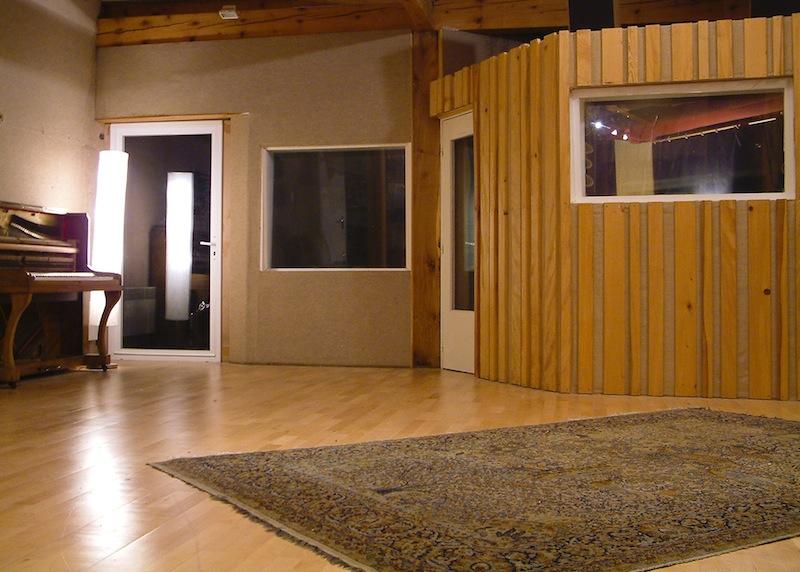Studio E - 006 - petite cabine et piano droit