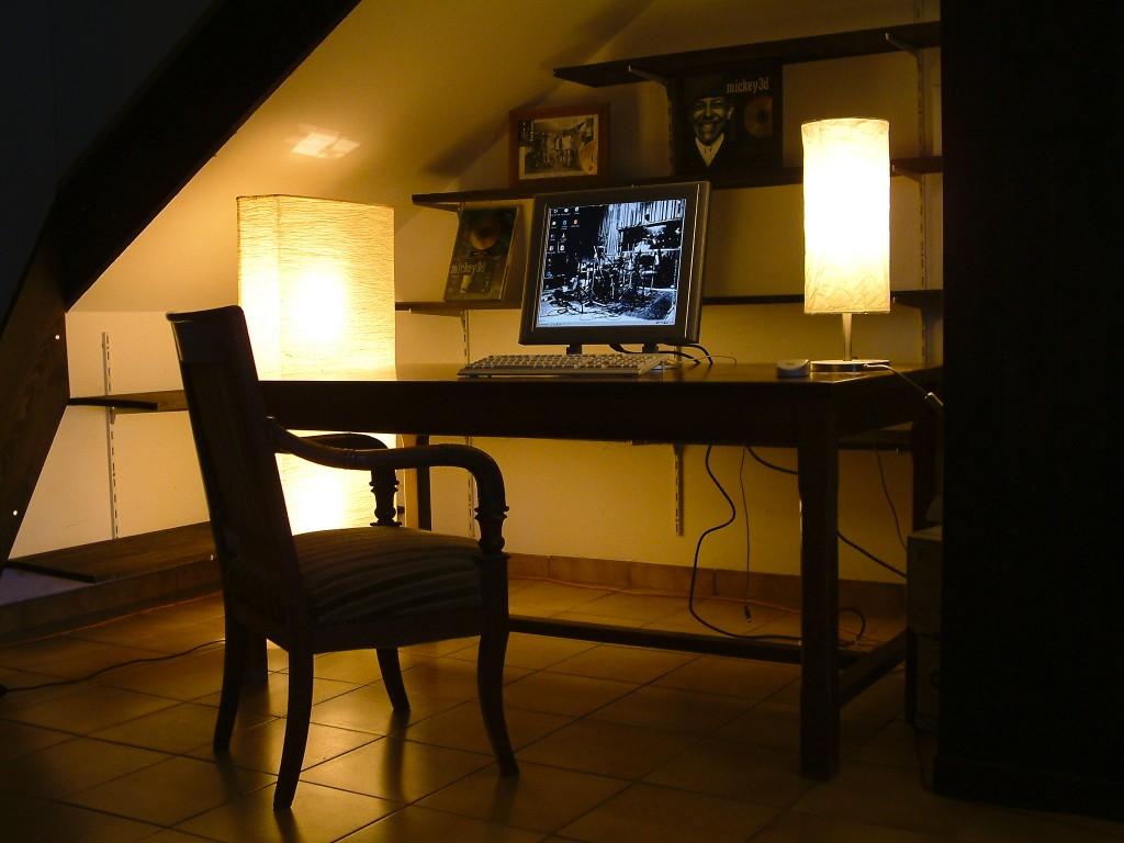 Studio E - 011 borne internet